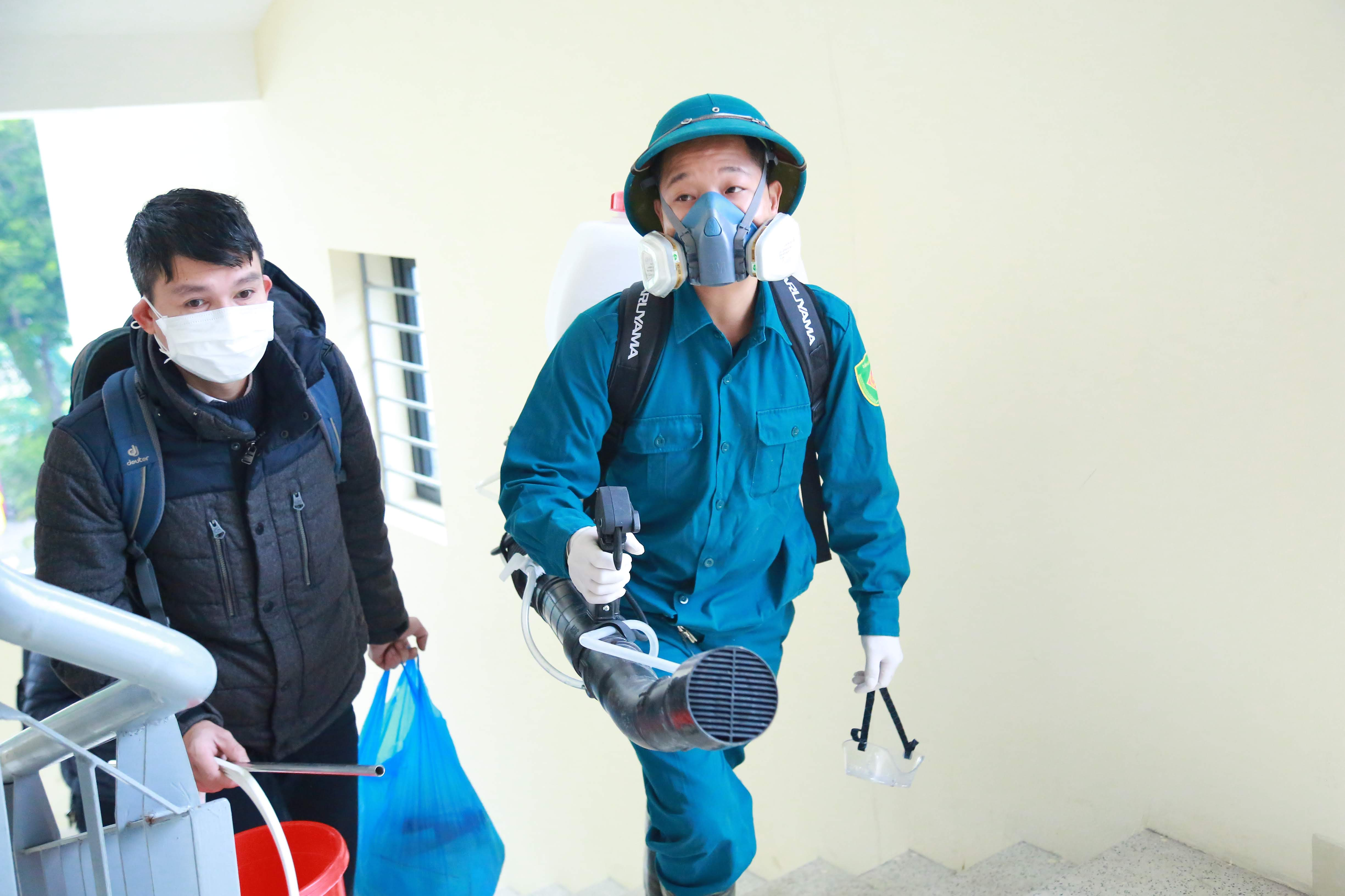 Thuốc khử trùng sẽ được phun ở tất cả các khu vực trong trường học như hành lang, lớp học, nhà vệ sinh...