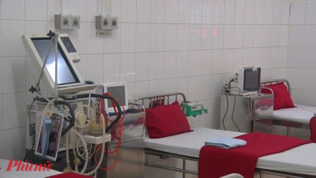 Giường bệnh nhân và máy thở đã chuẩn bị sằn sàng khi có dịch xảy ra tại Khu vực ccahs ly ở Bệnh viện Trung ương Huế