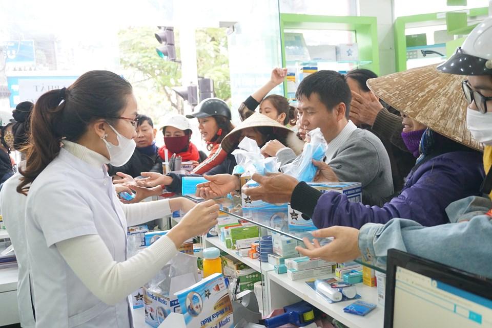Một cửa hàng thuốc ở Hà Tĩnh phát hơn 5.000 khẩu trang y tế miến phi cho người dân