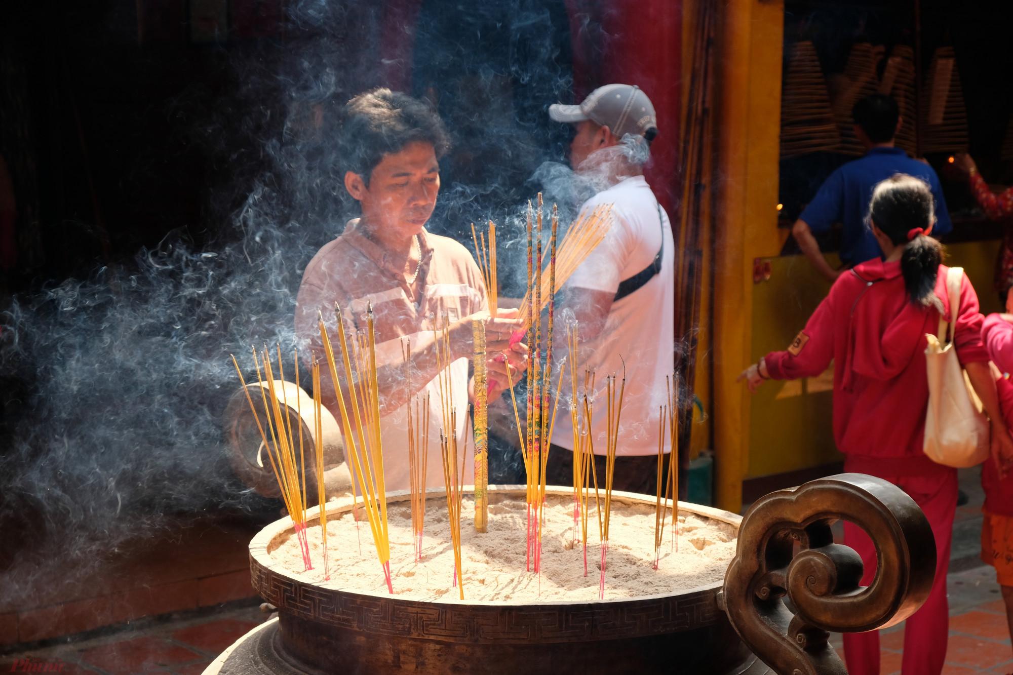 Người dân cũng nên trang bị hiểu biết cơ bản để thực hành văn hóa cho đúng - Ảnh: Đậu Dung
