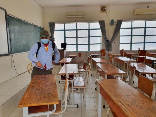 Các trường học tại TPHCM tiến hành tổng vệ sinh, khử khuẩn toàn bộ khu vực trường - Ảnh minh họa