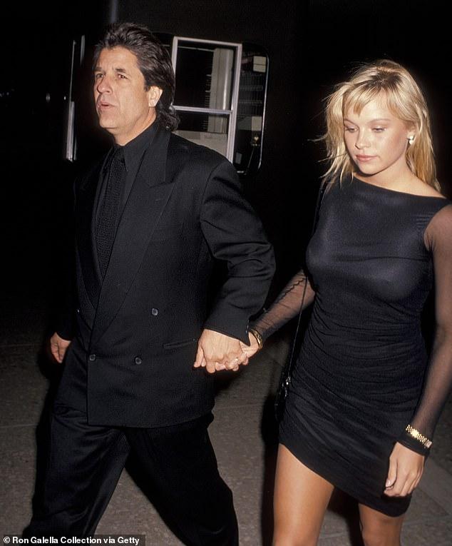 Hình ảnh Pamela Anderson và Jon Peters cách đây 30 năm