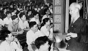 Chủ tịch Hồ Chí Minh khai mạc lớp chỉnh huấn cán bộ tại chiến khu Việt Bắc