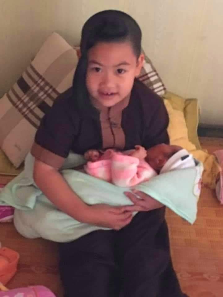 Hiện tại các sư cô ở chùa An Hội đang nhận chăm sóc cháu gái sơ sinh