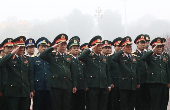 Đoàn đại biểu Quân ủy Trung ương, Bộ Quốc phòng vào lăng Viếng Chủ tịch Hồ Chí Minh sáng 3/2 - Ảnh: TTXVN