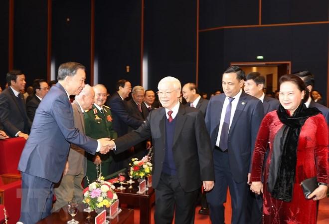 Tổng bí thư, Chủ tịch nước Nguyễn Phú Trọng với các đồng chí lãnh đạo, nguyên lãnh đạo Đảng và Nhà nước tại Lễ kỷ niệm - Ảnh: TTXVN