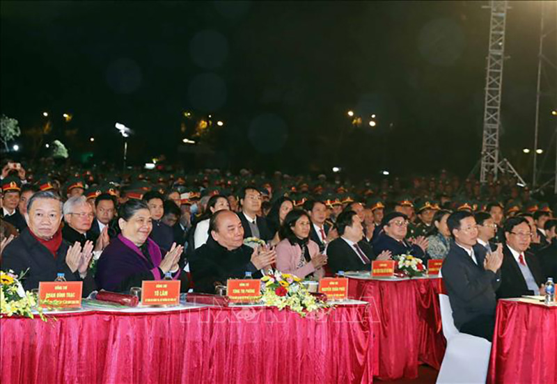 Thủ tướng Nguyễn Xuân Phúc và các đại biểu tham dự chương trình tại điểm cầu Hà Nội. Ảnh: Trọng Đức/TTXVN