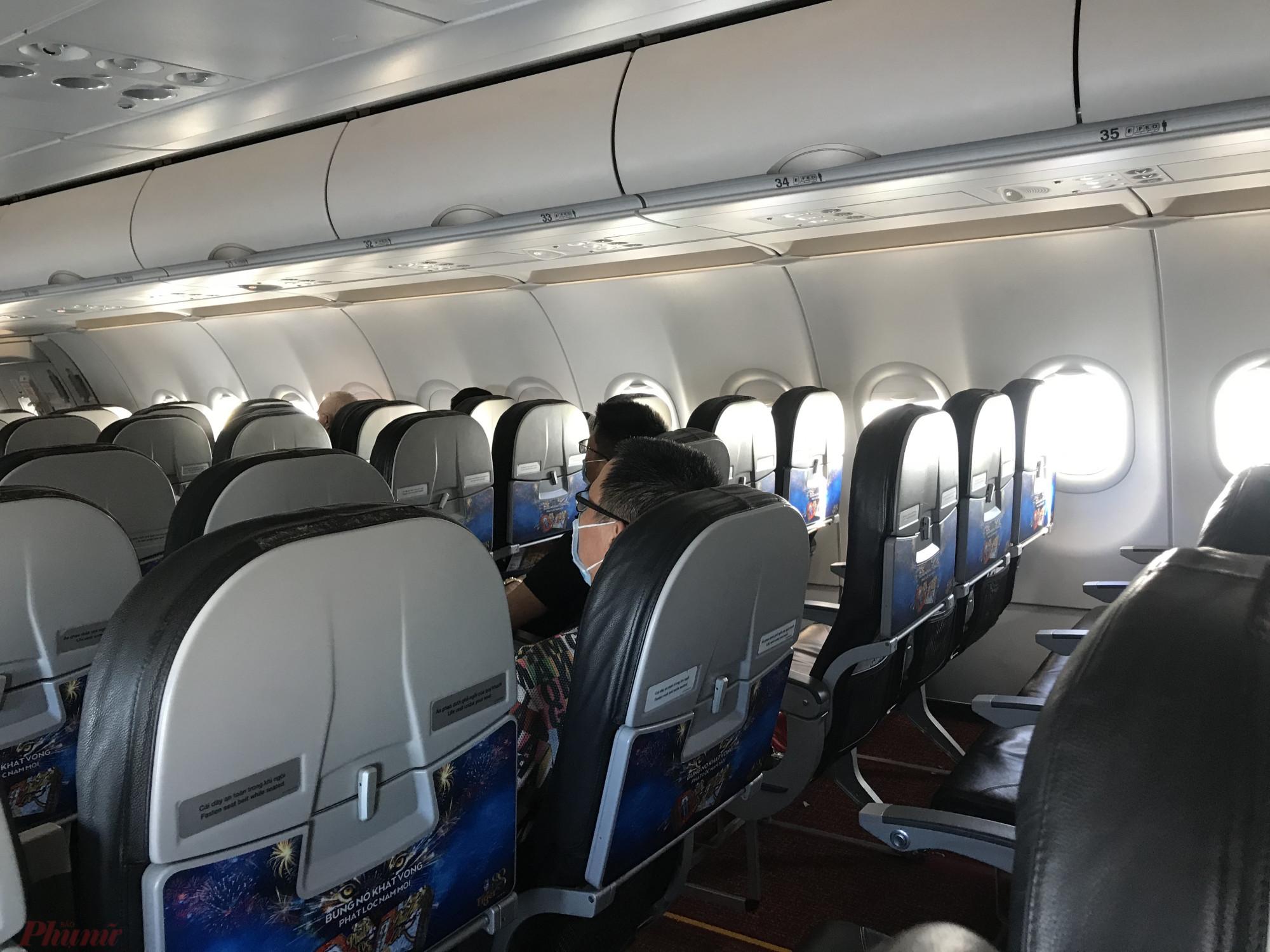 Lần đầu tiên phóng viên trải nghiệm trên một chuyến bay đến Nha Trang,