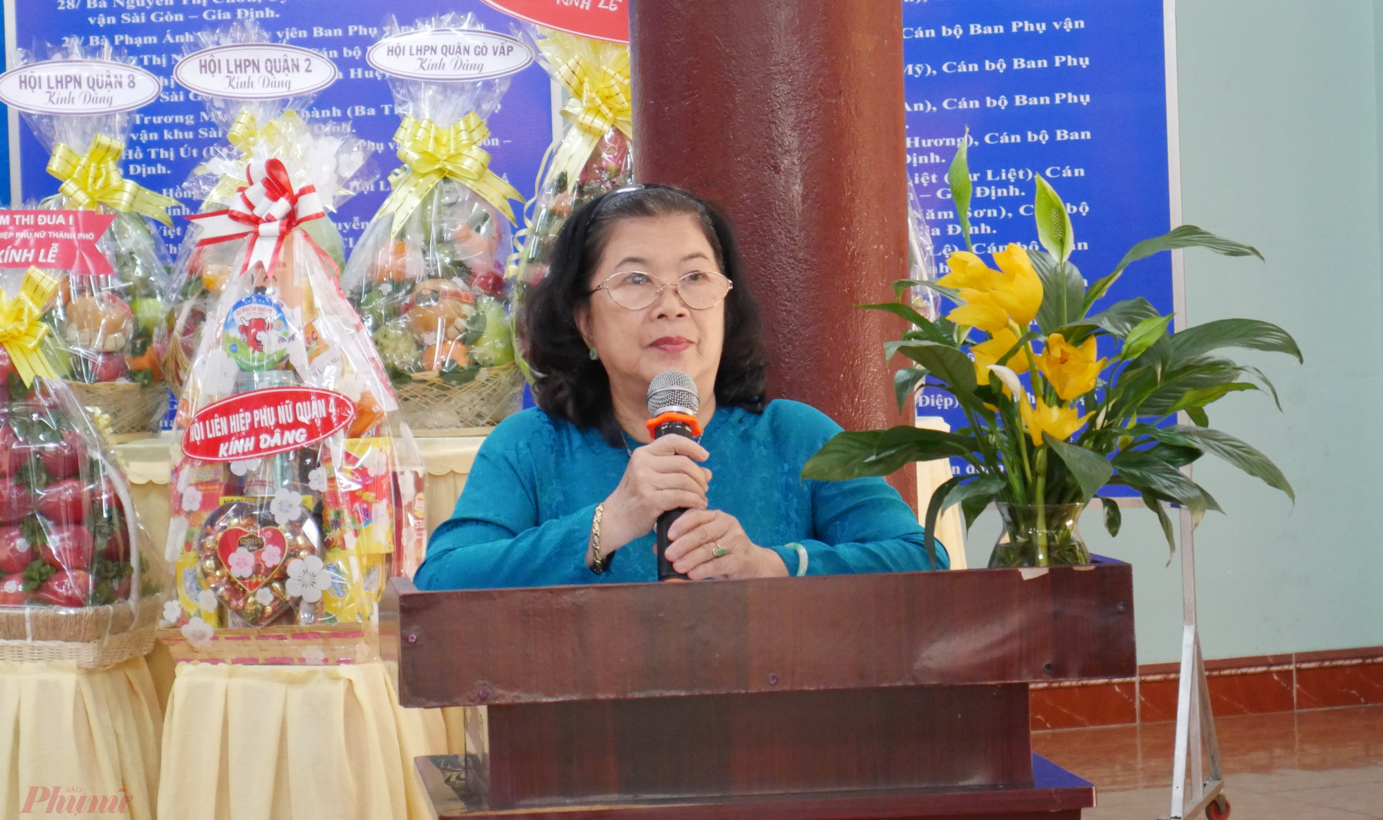 bà Lê Thị Thu, Trưởng Ban liên lạc cán bộ cơ quan Phụ vận Sài Gòn – Gia định, Chủ nhiệm Câu lạc bộ Truyền thống kháng chiến Khối Phụ nữ Thành phố phát biểu tại Lễ tưởng niệm