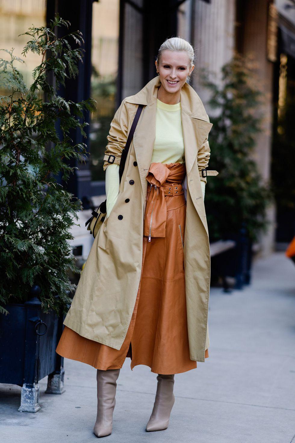 Khi nói đến áo khoác ngoài mùa xuân, một chiếc trench cổ điển sẽ không bao giờ lỗi mốt. Các mảnh hoạt động với hầu hết mọi trang phục và làm cho một tuyệt vời để mặc vào văn phòng.