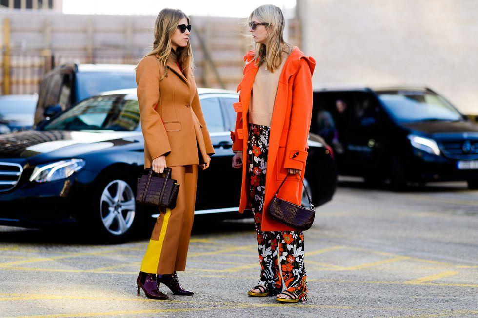 Thêm một số màu sắc vào tủ quần áo công sở của bạn dưới dạng quần cạp cao và áo khoác có thể được tạo kiểu vô số cách.
