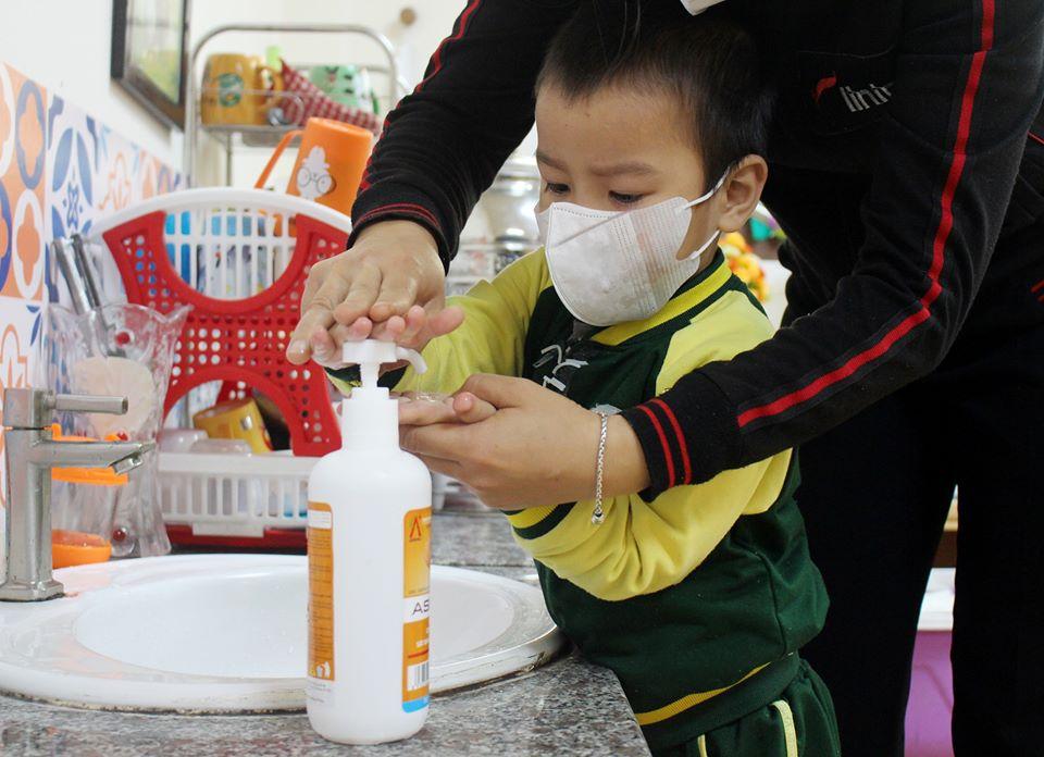 Học sinh Trường mầm non Happy Hands ở thành phố Vinh vệ sinh