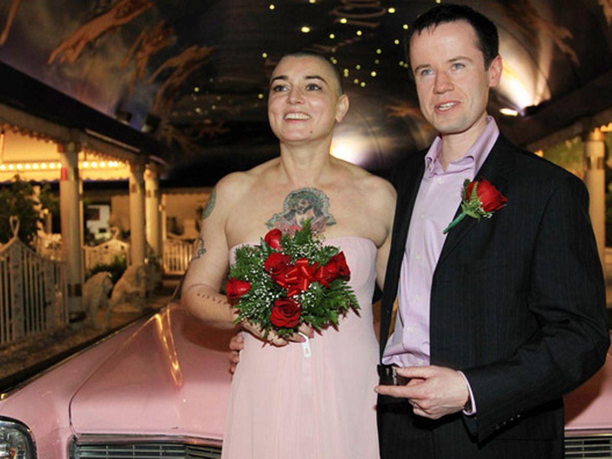 Đám cưới ngập trong sắc hồng của Sinead O'Connor và Barry Herridge