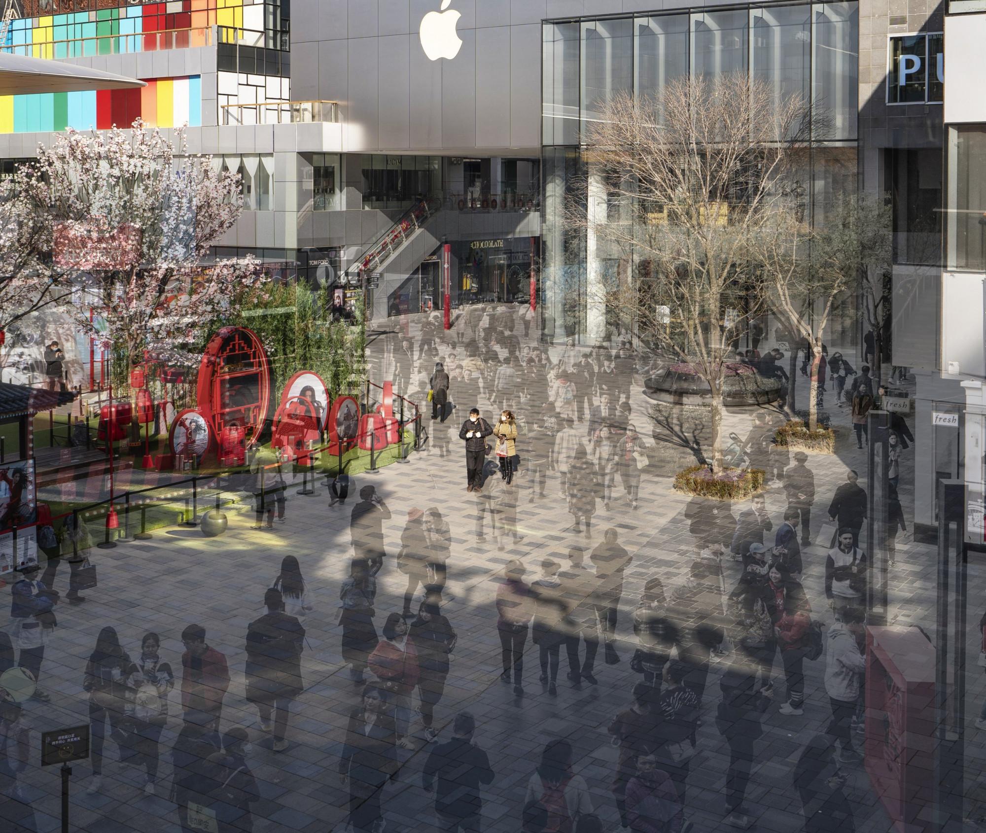 Quang cảnh khu mua sắm sang trọng thường tấp nập người tại Bắc Kinh, Trung Quốc giờ đây vô cùng vắng lặng do ảnh hưởng từ virus Vũ Hán.