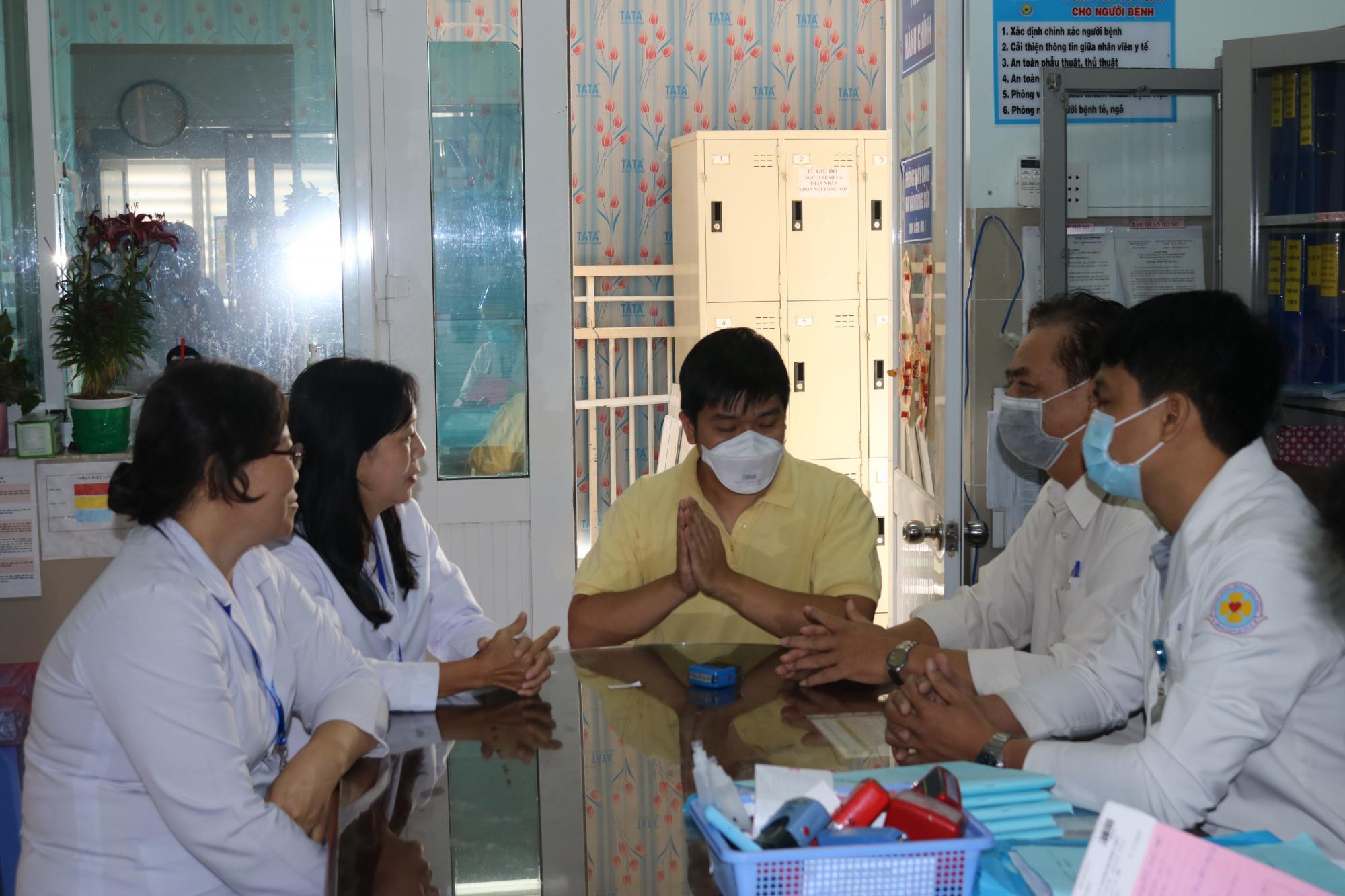 Bệnh nhân Li Zi Chao (28 tuổi, quốc tịch Trung Quốc) là người đầu tiên được Việt Nam chữa hết bệnh virus corona