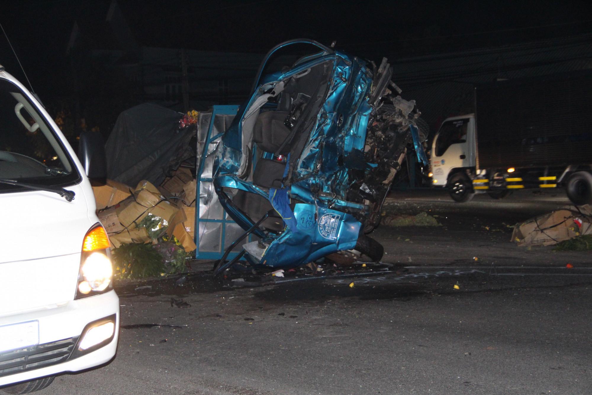 Cả 3 người ngồi trên xe tải đều tử vong sau tai nạn