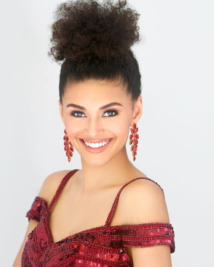 Người đẹp đến từ Iceland Birta Abiba Þórhallsdóttir xuất sắc giành danh hiệu Miss Grand Slam 2019 (Hoa hậu của các hoa hậu) do chuyên trang Global Beauties vừa công bố tối 7/2.