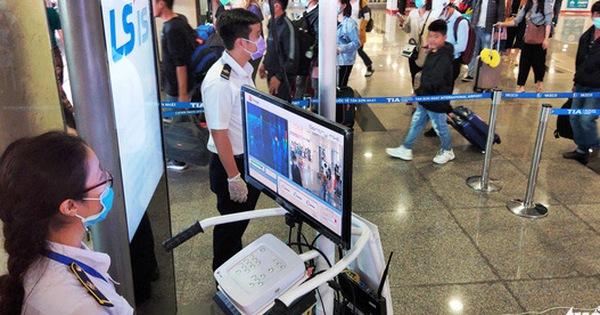 Trước đó, Tân Sơn Nhất từ chối hơn Tổng cộng hơn 200 hành khách đã được các hãng hàng không làm thủ tục khứ hồi ngay sau đó.
