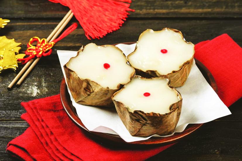Bánh tổ trắng in chấm đỏ của người Hoa