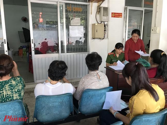 Trong thời điểm dịch Corona hoành hành, mỗi ngày có đến khoảng 2.300 người đến Công an TPHCM liên hệ làm thủ tục Căn cước công dân.