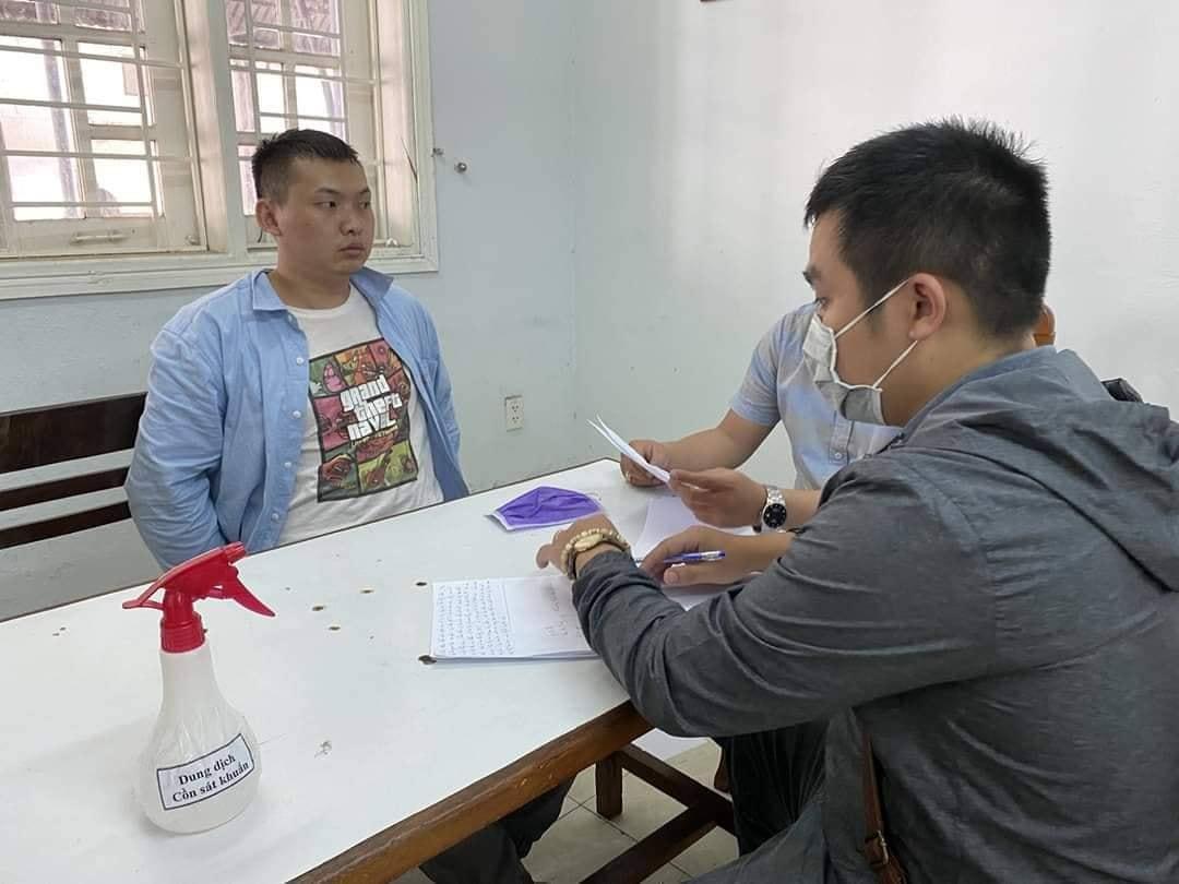 Nghi phạm Xiao Qui Ping tại cơ quan điều tra