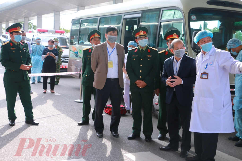 Để chuẩn bị tiếp đón các công dân trở về từ Trung Quốc được an toàn, suốt buổi sáng Ban chỉ đạo phòng chống virus Corona (nCoV) tỉnh Thừa Thiên đã có mặt yêu cầu tất cả các thành viên phải nghiêm túc thực hiện đúng mọi quy trình