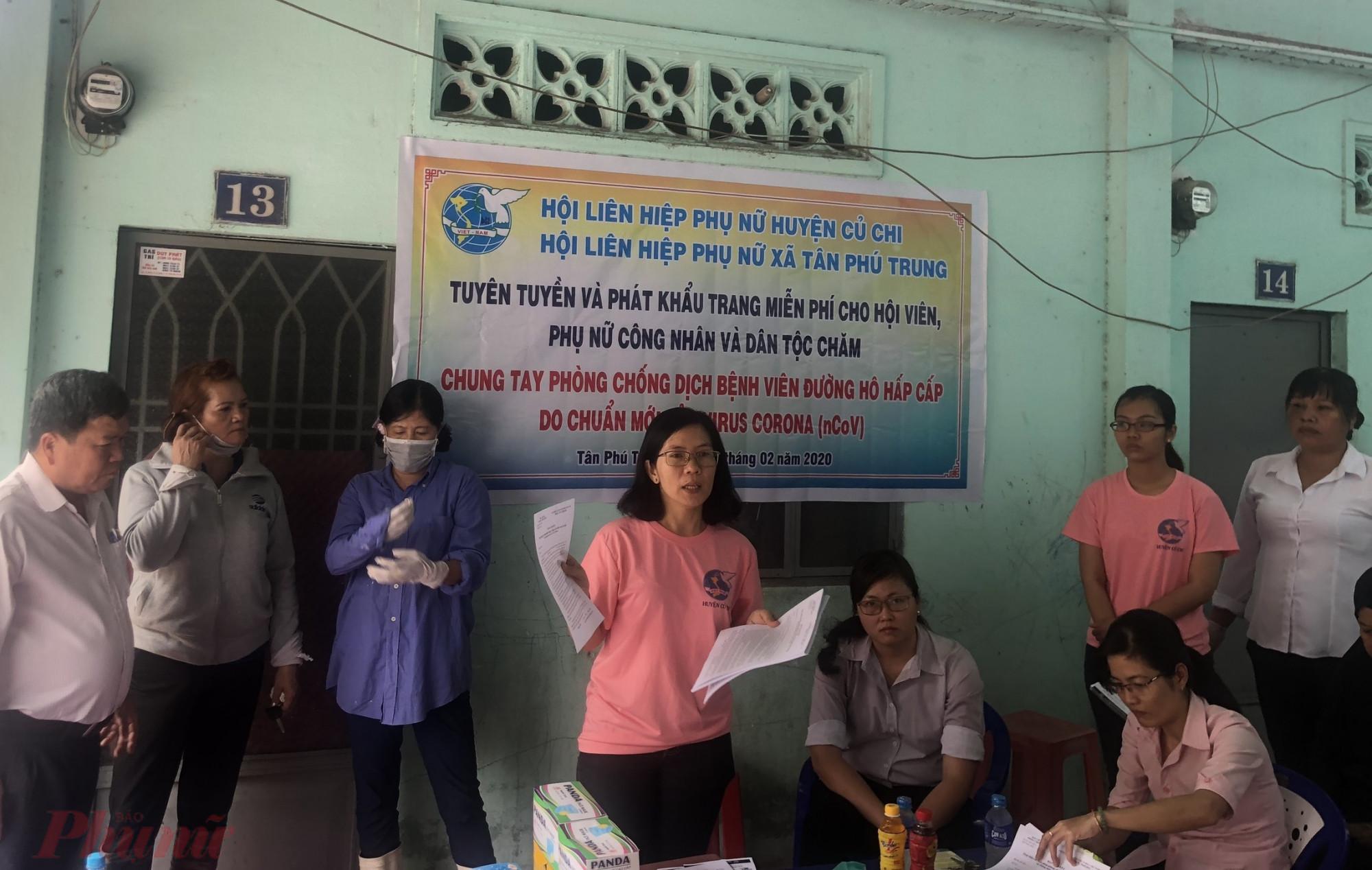 Hội truyền thông và hướng dẫn người dân các biện pháp phòng chống dịch bệnh.