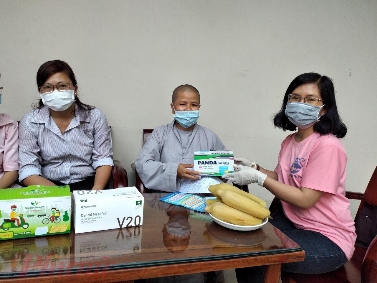 Tuyên truyền, hướng dẫn các biện pháp phòng, chống dịch bệnh viêm đường hô hấp đến các cơ sở tôn giáo.