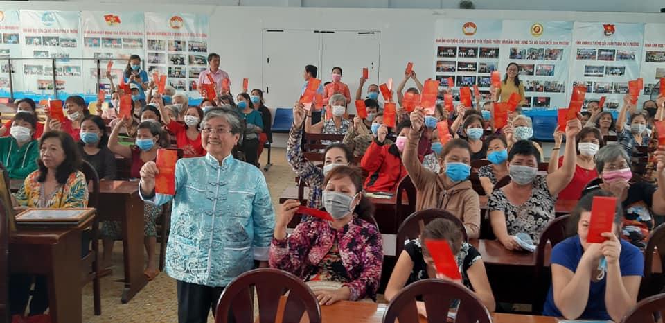 Cán bộ phụ nữ dân tộc Hoa vui trong ngày họp mặt mừng tết Nguyên tiêu do Hội LHPN Q.5 tổ chức.