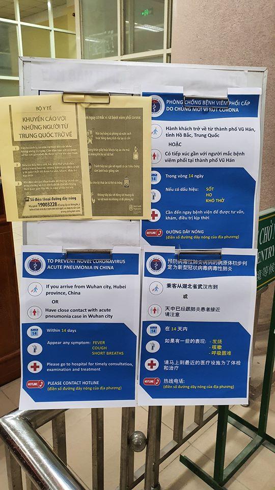Ngay tại cửa khẩu đều có dán các poster kêu gọi phòng chống dịch, phát hiện bệnh sớm... bằng 3 thứ tiếng: Anh, Trung, tiếng Việt