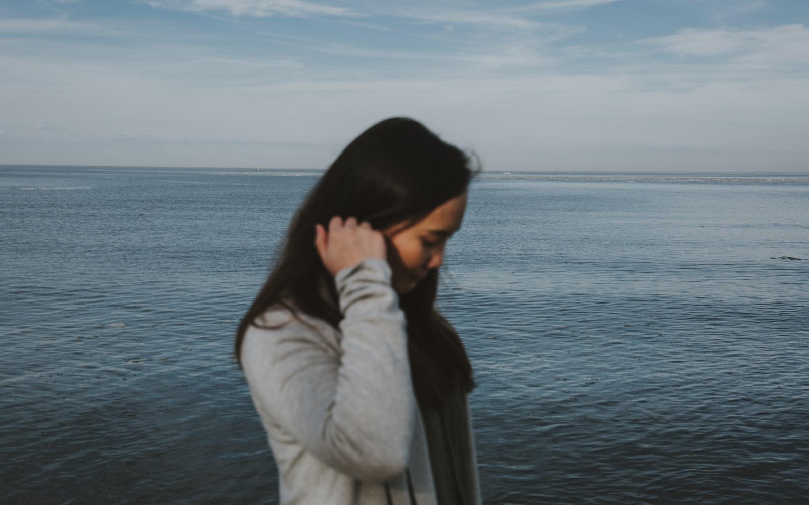 Đàn bà muôn đời yếu đuối, muôn đời sợ cô đơn. Ảnh minh hoạ