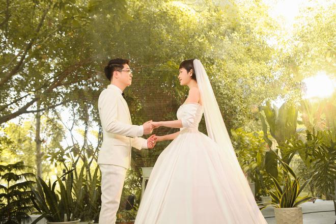 Bạn bè phản dối nhưng nó vẫn giữ quyết định mời người yêu cũ dự đám cưới. (Ảnh minh hoạ)