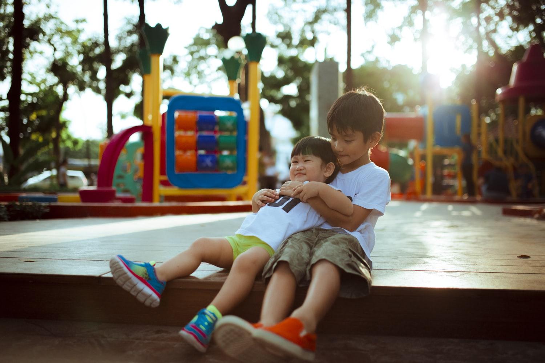 Cho tụi trẻ ra công viên thì cũng đâu an toàn. Ảnh minh hoạ