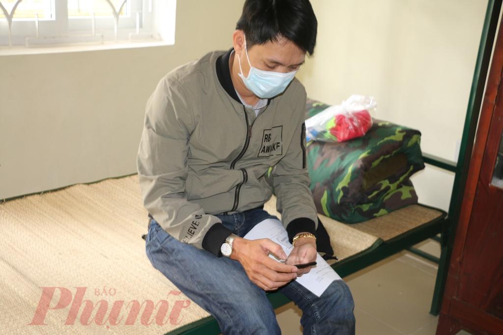 Do có wifi miễn phí nên công dân trở về từ Trung Quốc hoàn toàn có thể trao đổi qua điện thoại với người thân