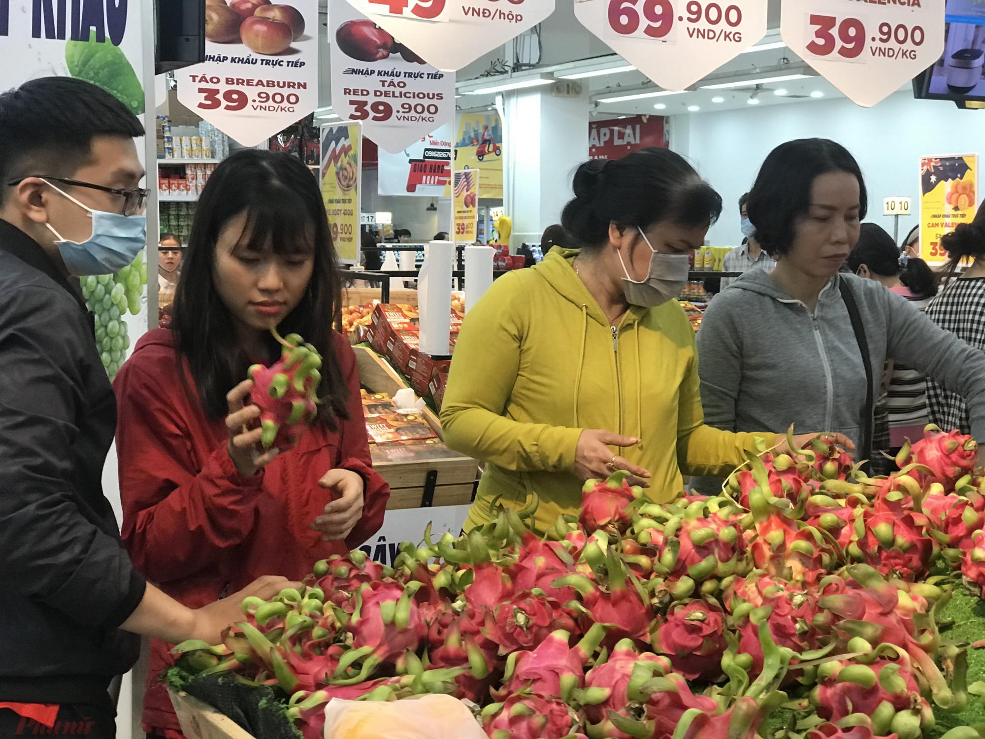 Nhiều siêu thị cho biết chương trình bán hàng nông sản bị ảnh hưởng bởi nCoV sẽ được áp dụng đến khi nông sản dần ổn định giá trở lại. Ảnh: Quốc Thái