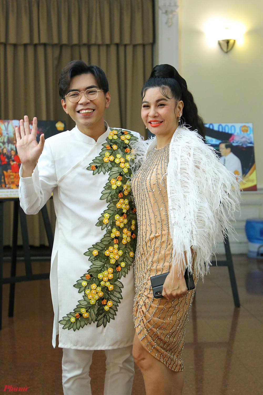 Diễn viên Cát Phượng trong lần tham dự giải Mai Vàng 2019 với đồng nghiệp - diễn viên Minh Dự.