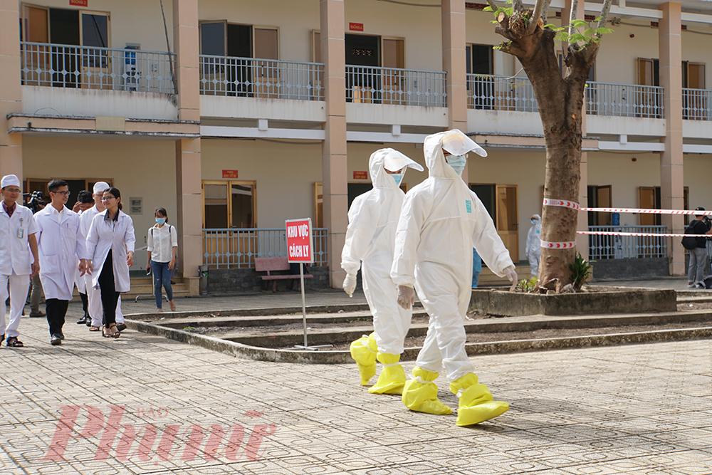 Tất cả về nhân lực, thiết bị đã sẵn sàng, Bệnh viện Dã chiến đã chính thức đi vào hoạt động, sẵn sàng hoạt động khám, chữa bệnh, phòng chống dịch nCoV từ hôm nay.