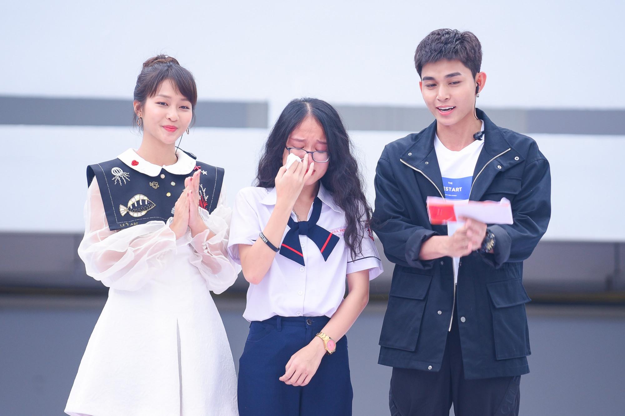Song Young Mi khóc khi chia sẻ câu chuyện của mình.