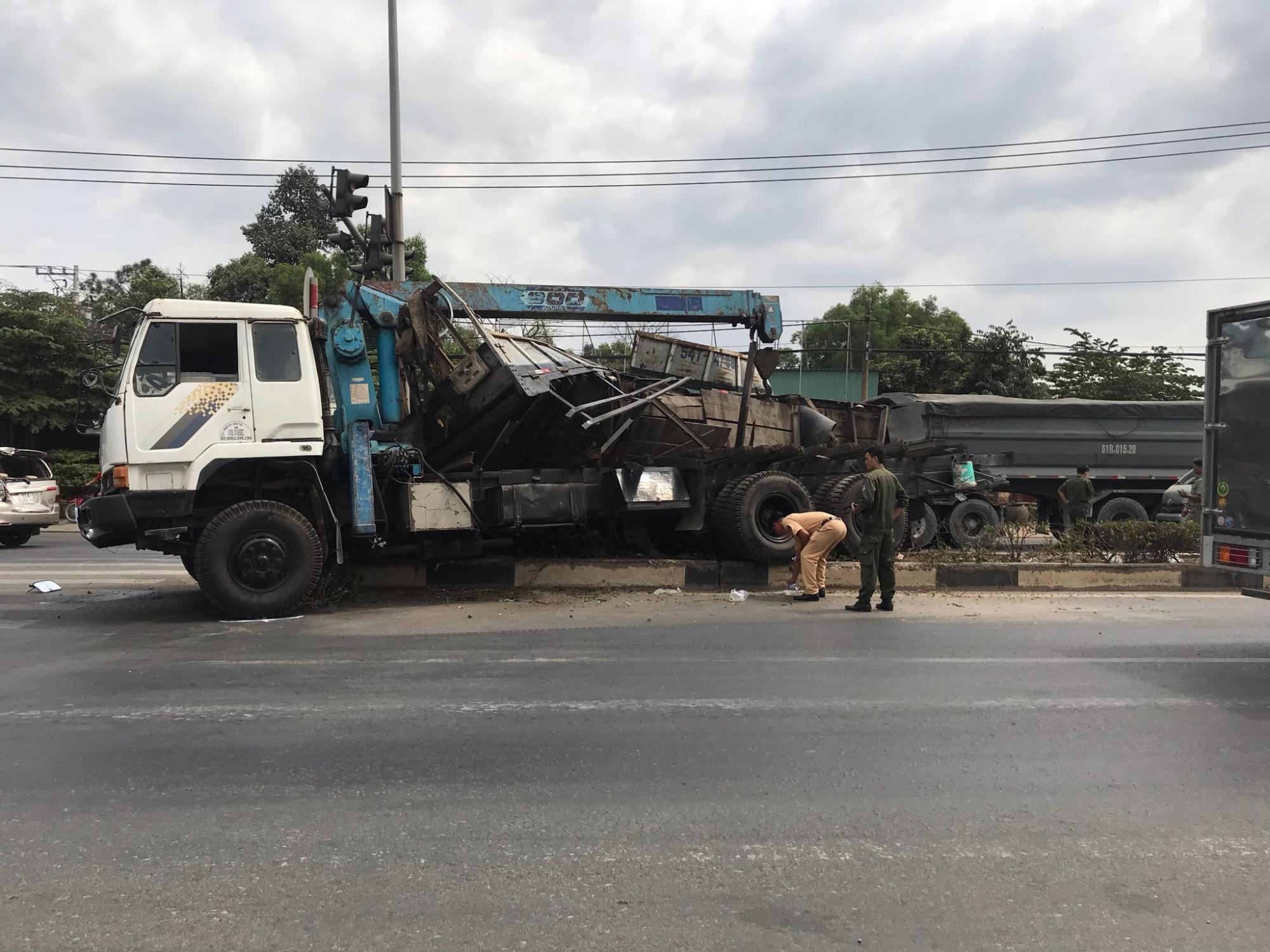 CSGT thị xã Tân Uyên khám nghiệm hiện trường vụ tai nạn