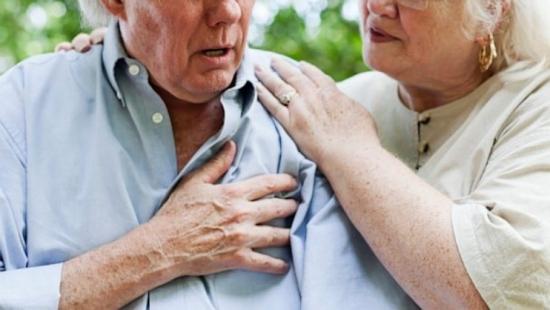 Người già, có thêm bệnh nền là đối tượng dễ gặp nguy hiểm khi bị viêm phổi Vũ Hán