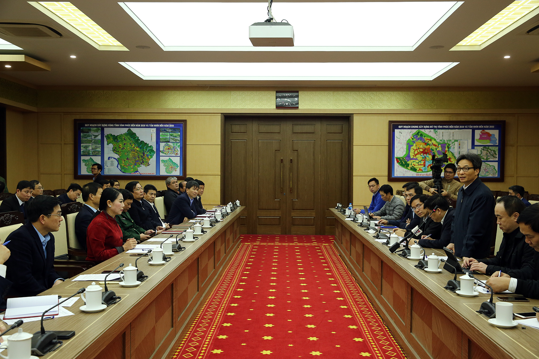 Phó Thủ tướng Vũ Đức Đam làm việc với tỉnh Vĩnh Phúc về công tác phòng chống nCoV. Ảnh: VGP/Đình Nam