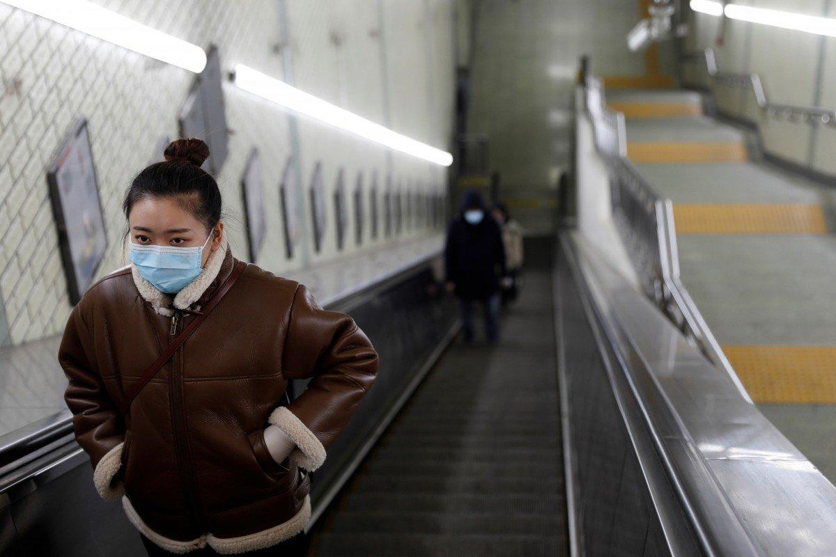 Người dân Bắc Kinh được lệnh đeo khẩu trang ở nơi công cộng - Ảnh: Reuters