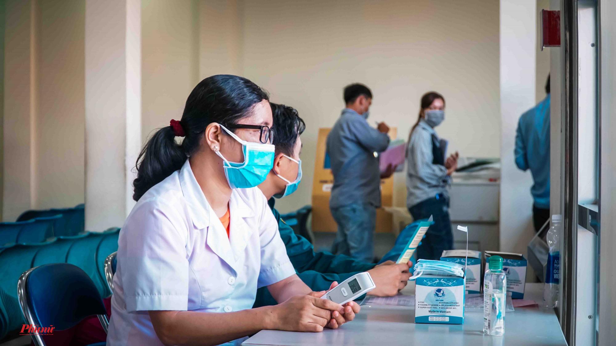 Nhân viên y tế trực suốt thời gian làm việc