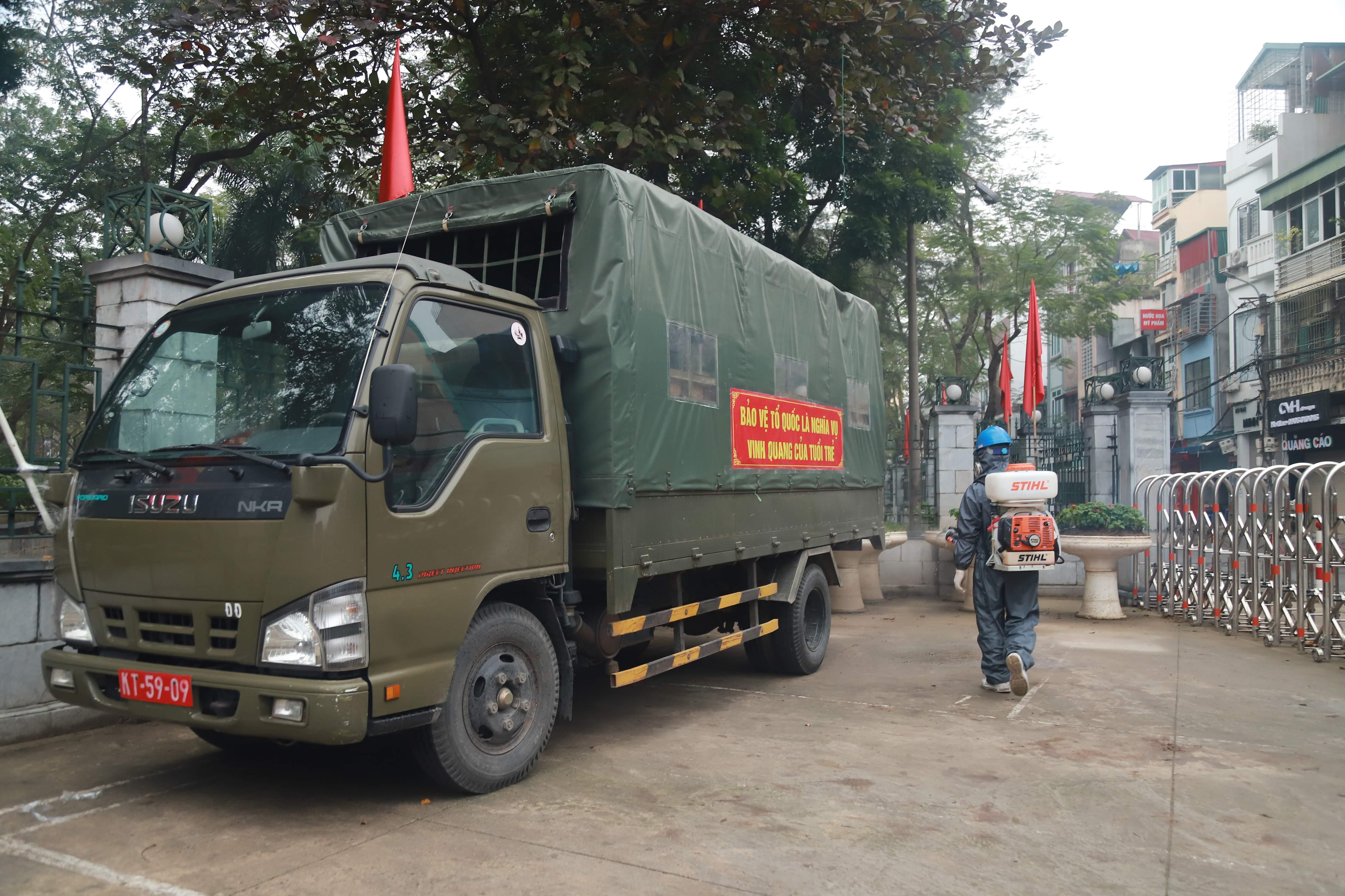 Tất cả các xe được huy động chở quân đều được khử trùng cẩn thận.