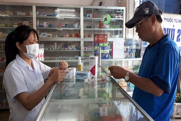 Khách vào nhà thuốc tôi chỉ để hỏi mua khẩu trang, nước sát khuẩn trong mùa dịch virus corona