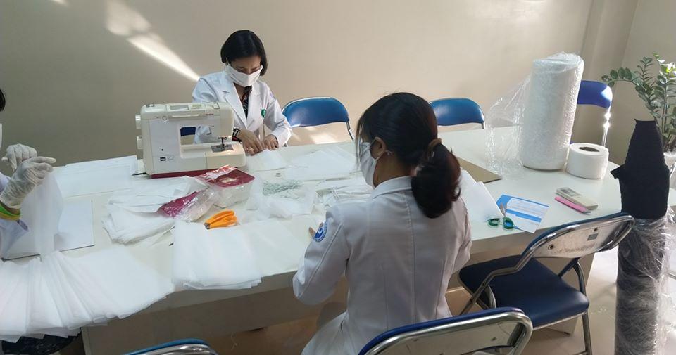 Việc tự may khẩu trang của y bác sĩ BV Từ Dũ đã tạo cảm hứng cho bệnh nhân, thân nhân về một khả năng: Tại sao không thể tự làm một chiếc khẩu trang chống lại virus corona được chứ?