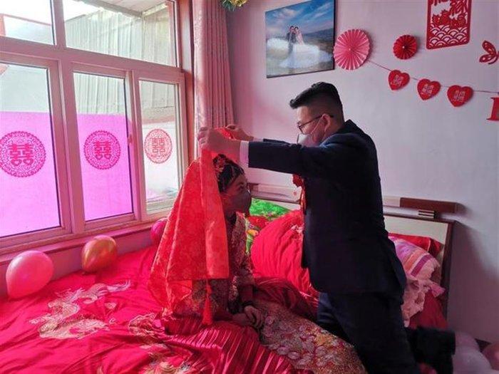 Chú rể Zhang và cô dâu trong ngày trọng đại.