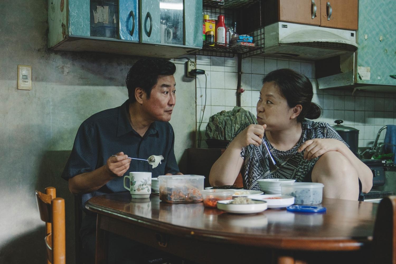 Ký sinh trùng trở thành niềm tự hào của điện ảnh, người dân Hàn Quốc với hàng loạt giải thưởng lớn, danh giá.