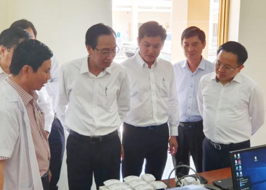 Phó Chủ tịch Thường trực UBND TPHCM Lê Thanh Liêm kiểm tra công tác phòng, chống nCoV tại Bệnh viện dã chiến tại Củ Chi