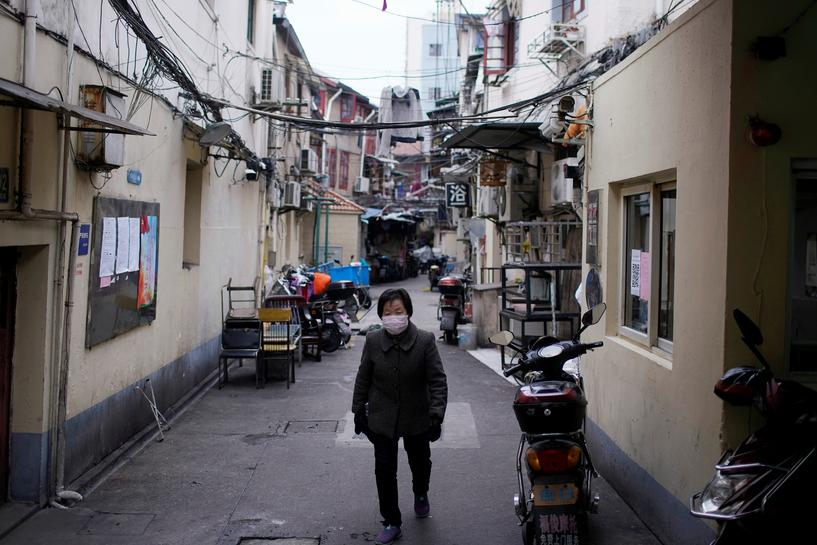 Thành phố Hoàng Cương hiện cũng đang ở trong tình trạng phong tỏa và thực hiện chiến dịch điều tra toàn diện để phát hiện ca nhiễm bệnh.